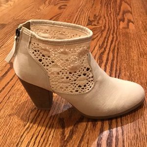 8.5 cream lace booties